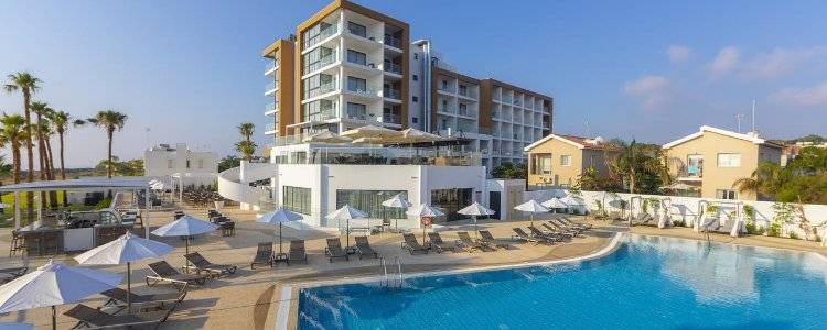 Leonardo Crystal Cove 4*